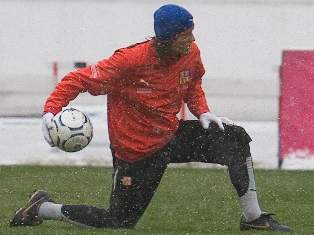 Kapitán národního výběru Tomáš Rosický se do tréninku zapojil poprvé ve středu.