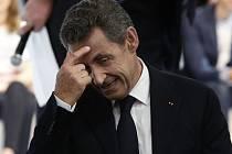 Francouzský exprezident Nicolas Sarkozy, který usiluje o návrat do Elysejského paláce, rozhodně nezahálí. Poté, co byl zvolen do čela své strany Svaz pro lidové hnutí (UMP), s níž v březnu ovládl regionální volby, se rozhodl pravicovou partaj přejmenovat.