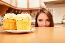 Většinou neřešíme, proč jíme jídlo navíc, u kterého vám rozum říká, že byste ho jíst neměli.