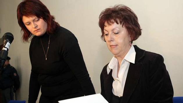 Kateřina Nováková (vlevo) vysoudila za nepovedený potrat 80 tisíc korun.