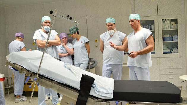Lékaři Nemocnice Valašské Meziříčí, která je členem skupiny AGEL, využívají při operacích nový moderní operační stůl. Vybavení v hodnotě 1,8 milionu korun je určené pro veškeré operace napříč lékařskými odbornostmi.
