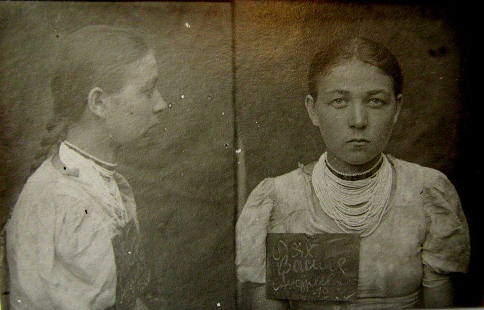 Vasilina Mesárová při zatčení.