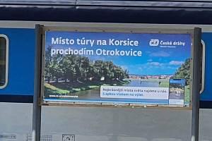 Kampaň Českých drah působí jako parodie sama o sobě, vtipálci ji však přesto ještě vylepšili