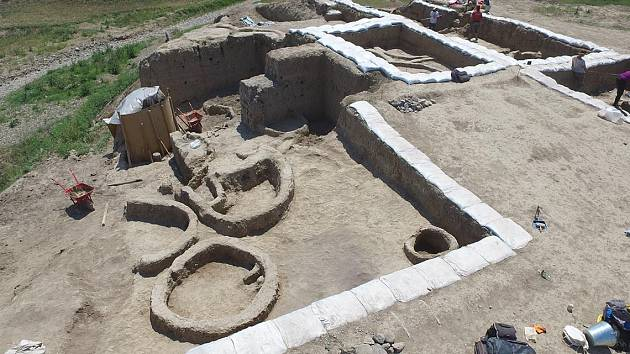 Naleziště nejstarších pozůstatků vína v gruzínském Gadachrili Gora