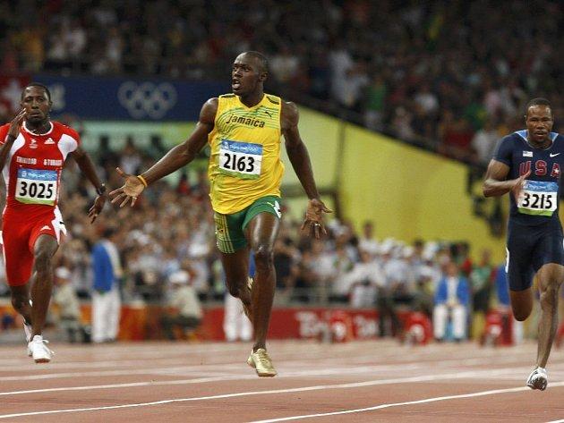 Jamajčan Usain Bolt už se raduje, ví, že vyhrál.