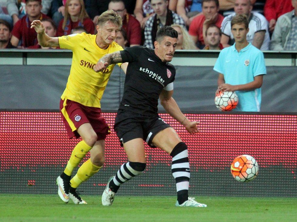 Sparta - Thun: Ladislav Krejčí se k míči nedostal