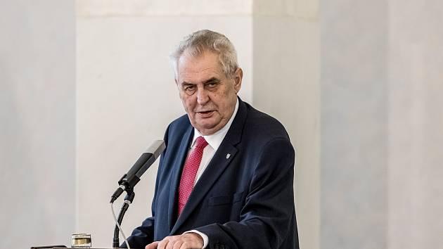 Miloš Zeman na Pražském hradě ohlásil svou kandidaturu na prezidenta.