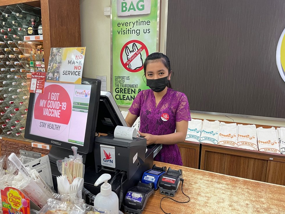 Na Bali všechno funguje. Lidé jsou usměvaví, vstřícní a milí, netrápí je ani koronavirus.  Na druhou stranu musíte být vtéto části světa obezřetní.