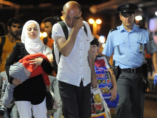 V noci na 1. září jich na břeclavském nádraží zadržela policie ve vlacích z Rakouska a Maďarska asi 214.