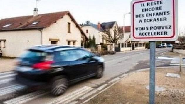 V Bretenière se zvláštním způsobem snaží donutit řidiče, aby zpomalili.