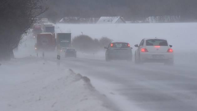 Sníh a vítr na silnici