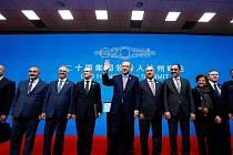 Lídři skupiny zemí G20 se zavázali podpořit růst globální ekonomiky a postavit se proti obchodnímu protekcionismu.
