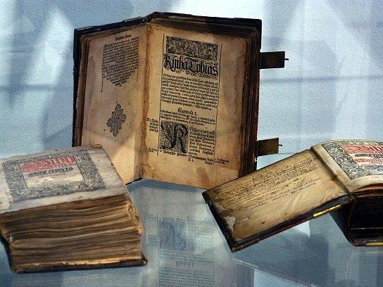 Bible kralická. Ilustrační foto