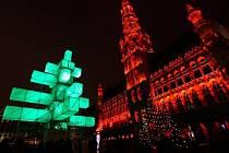 Abstraktní vánoční strom v Bruselu
