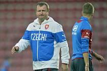 Kouč Pavel Vrba na tréninku fotbalové reprezentace.