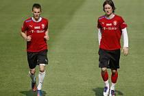Tomáš Rosický (vpravo) a Vladimír Darida na tréninku české reprezentace.