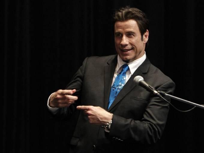 John Travolta uvedl Sezónu zabíjení, kde si zahrál s Robertem De Nirem.