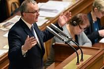 Předseda TOP 09 Miroslav Kalousek na schůzi Poslanecké sněmovny, která pokračovala 11. ledna v Praze.