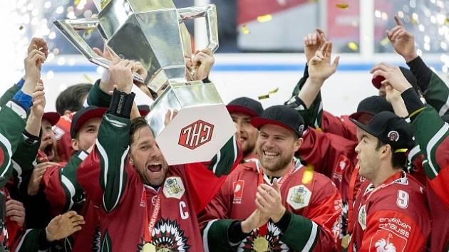 Hráči Frölunda HC se radují z vítězství.