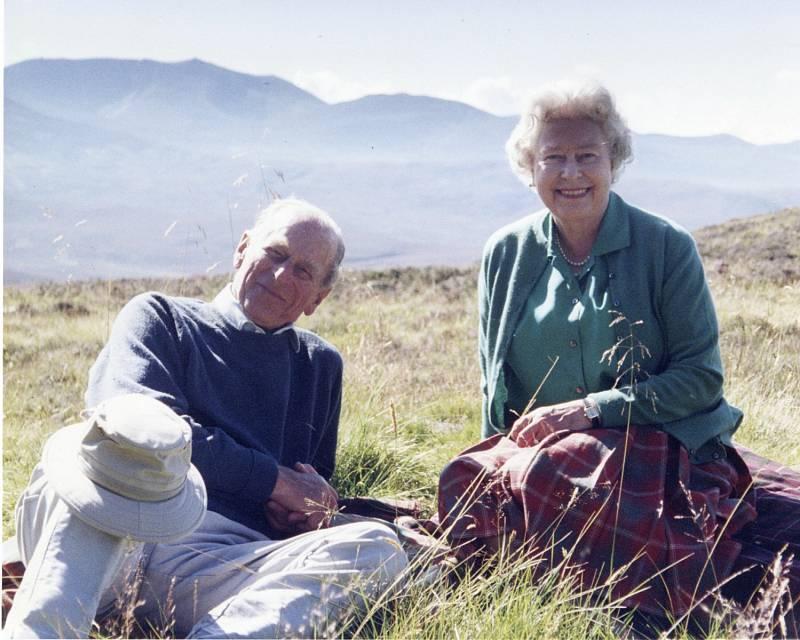 Královna Alžběta II. sdílela svou oblíbenou fotografii se zesnulým manželem