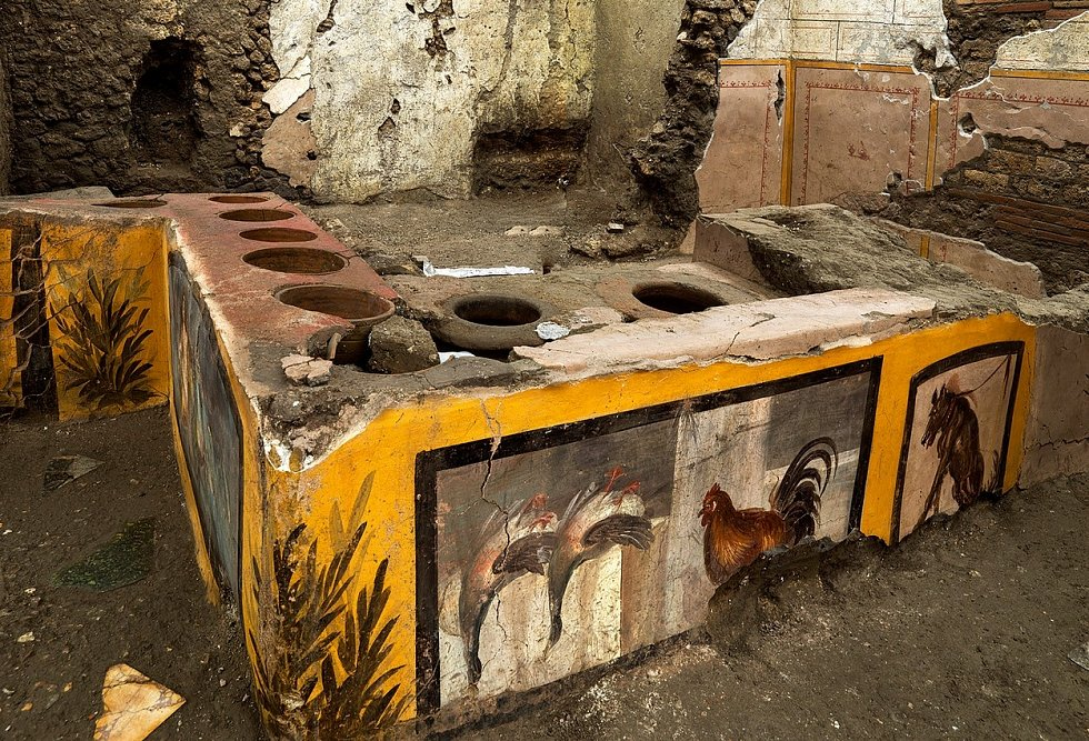 Archeologové našli v Pompejích mimořádně zachovalé thermopolium, tedy jakýsi antický fast food.