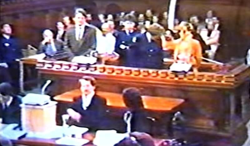 Loď Rainbow Warrior zničili agenti francouzské tajné služby DGSE Alain Mafart a Dominique Prieurová, kteří byli 24. července 1985 postaveni před soud