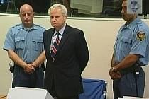Slobodan Milošević u soudu v Haagu