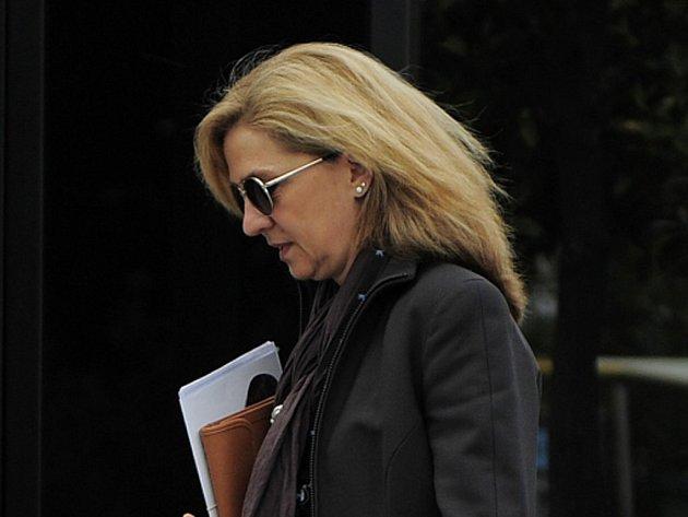 Španělská princezna Cristina, sestra krále Felipeho VI., bude muset jako vůbec první člen královské rodiny před soud. Španělská justice rozhodla, že princezna bude obžalována z daňových podvodů.