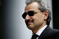 Člen vládnoucího klanu Saúdú princ Valíd bin Talál oznámil, že daruje veškeré své jmění na dobročinné účely. Jde o 32 miliard dolarů (788 miliard korun).