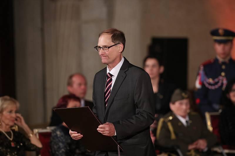 Předávání státních vyznamenání 28. října na Pražském hradě. John Nash.