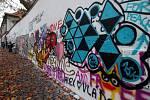 Lennonova zeď na pražské Kampě.
