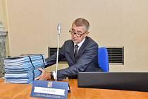 Premiér Andrej Babiš na schůzi vlády