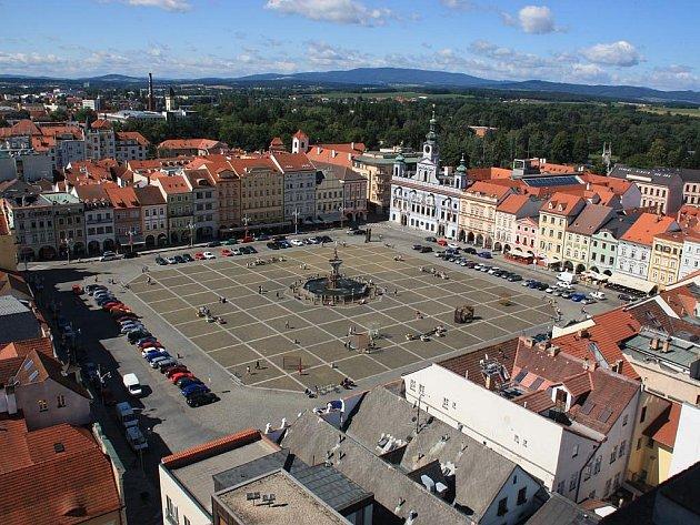 Výhled z Černé věže na náměstí v Českých Budějovicích.