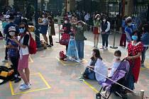 Návštěvníci Disneylandu v Šanghaji