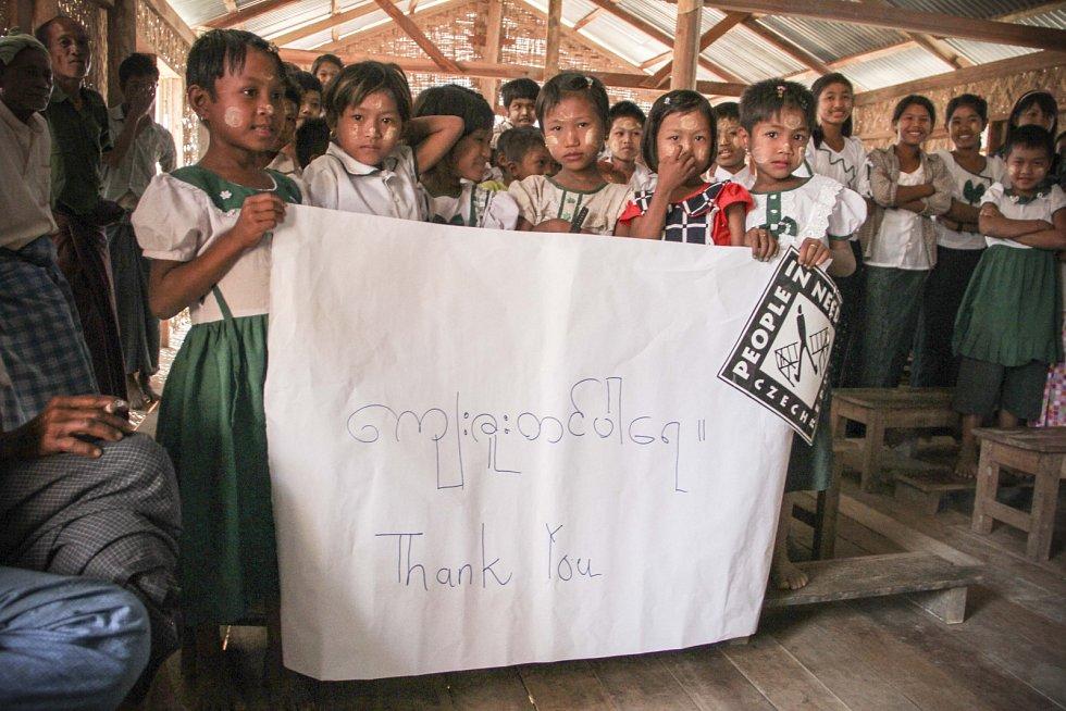 Člověk v tísni pomáhá v barmských školách předcházet násilí na dětech.