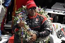 Juan Pablo Montoya vyhrál podruhé v kariéře slavný závod 500 mil v Indianapolis.