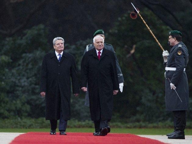 Německý prezident Joachim Gauck s prezidentem České republiky Václavem Klausem.