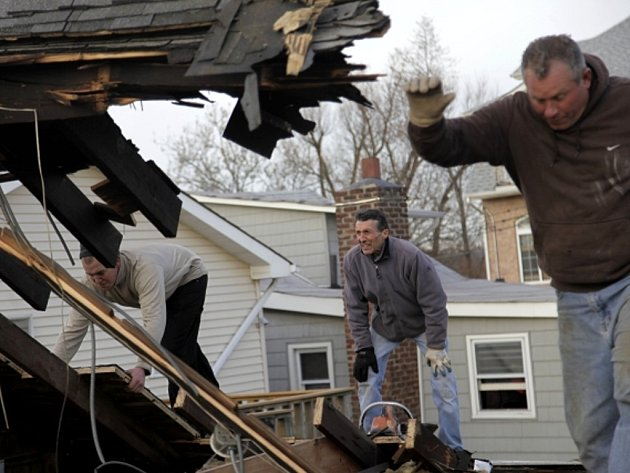 Následky ničivého řádění bouře Sandy v New Yorku.