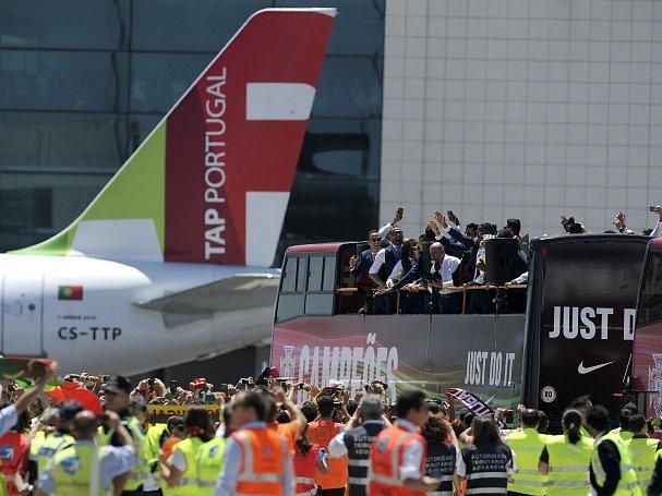 Portugalské fotbalisty doma vítaly tisíce nadšených fanoušků.