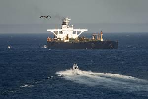 Íránský ropný tanker Adrian Darya 1 (dříve Grace 1) u Gibraltaru