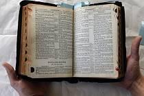 Bible, která kdysi patřila Elvisovi Presleymu.
