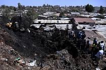 Sesuv skládky odpadků na okraji etiopské metropole Addis Abeby pohřbil desítky lidí.