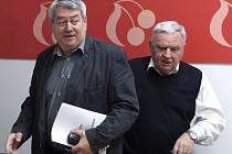 Předseda KSČM Vojtěch Filip (vlevo) a místopředseda Václav Ort.