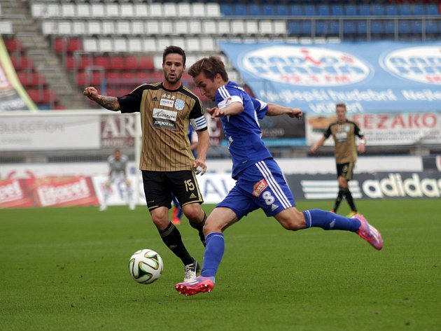 Fotbalisté Olomouce (v modrém) proti Znojmu.
