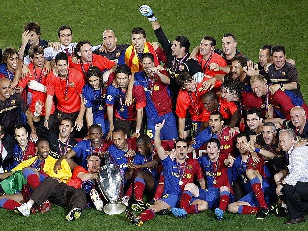Fotbalisté Barcelony slaví vítězství v Lize mistrů, když v římském finále porazili Manchester United 2:0.
