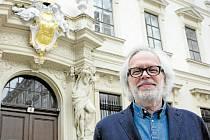 MODERÁTOR pořadu. František hrabě Kinský představil svůj rod už v první sérii.