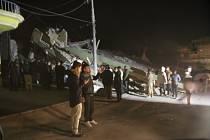 Írán zasáhlo zemětřesení.