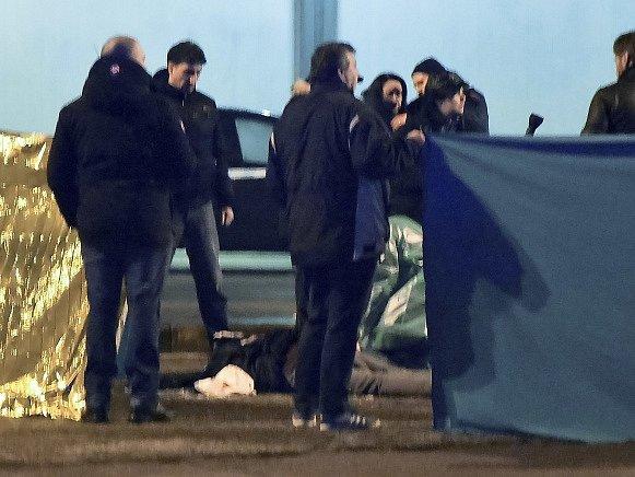 Rodina Tunisana Anise Amriho žádá objasnění okolností, při kterých ho dnes zastřelila policie v severní Itálii.