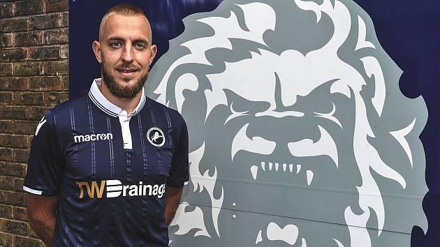 Pardubický rodák Jiří Skalák v dresu Millwallu, za který nastupoval v letech 2018 – 2021.