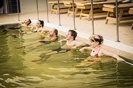 """Koupele a zábaly v silně mineralizované vodě nabízí procedura s názvem  """"jodobromová solanka"""" v Lázních Darkov."""